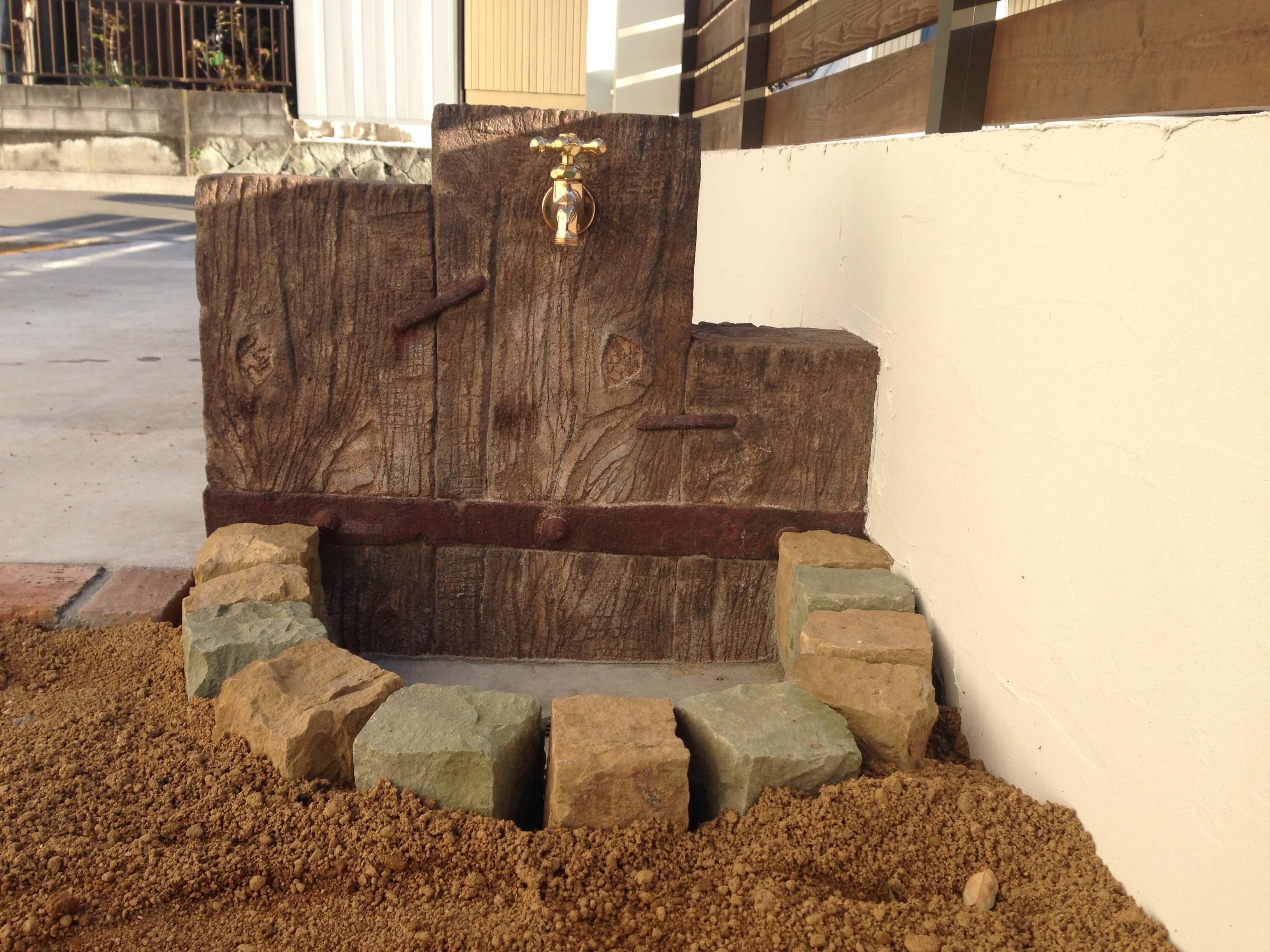 枕木立水栓、ガーデンパンも色々できます。